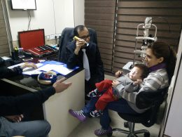 dr harbansh lal doing kid eye test